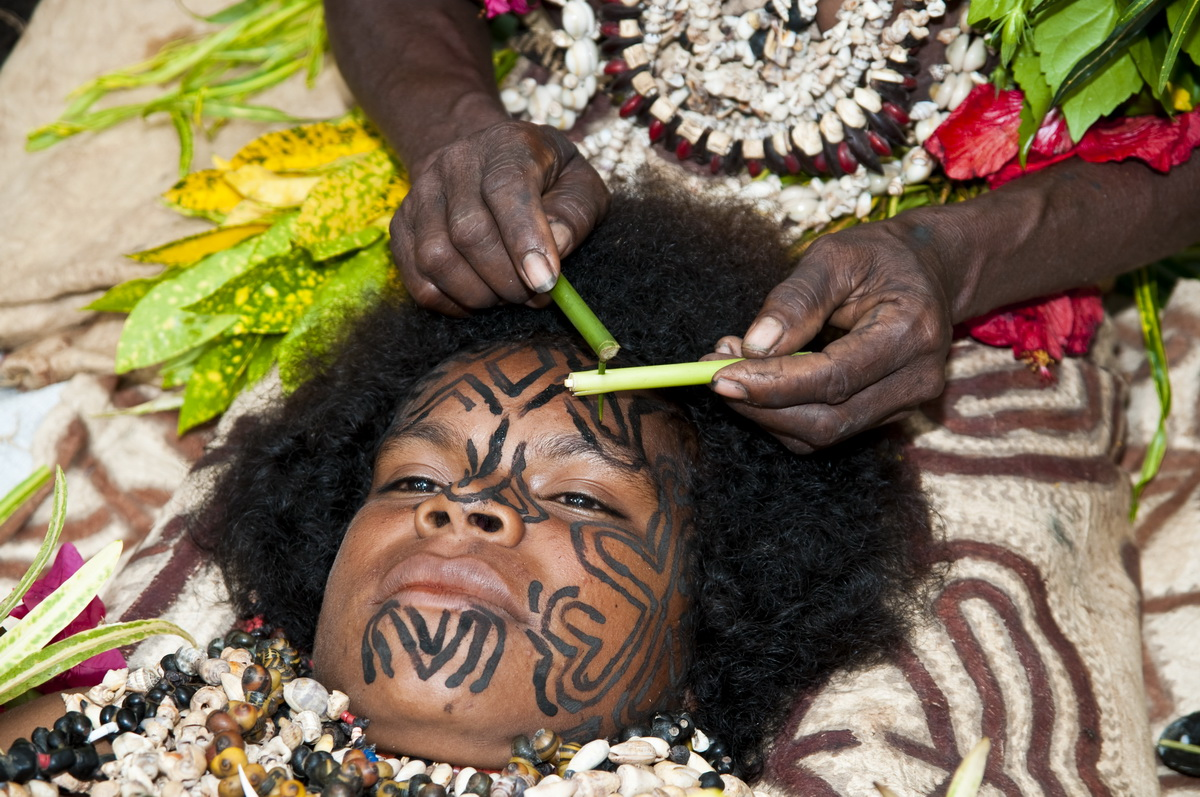 Facial tattoos of Oro Province - Tattooing of a young girl at Koje village