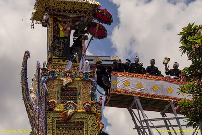 Royal Cremation in Ubud - The coffin is transferred into the funeral tower.