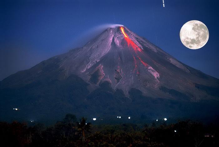 Mount Merapi near Borobudur - Image Courtesy of Wiki Commons