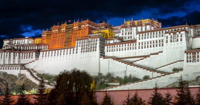 Tibet by Motorcycle – Lhasa's Old Tibetan Quarter